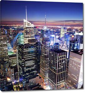 Таймс-сквер Нью-Йорка Манхэттен на фоне линии горизонта
