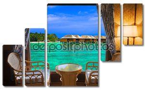 Номер в отеле и тропический пейзаж