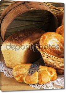 Натюрморт с хлебом на деревянный стол