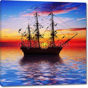 Корабль на фоне красивого заката
