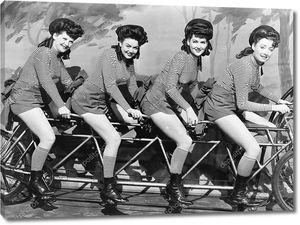 Четыре женщины на велосипеде