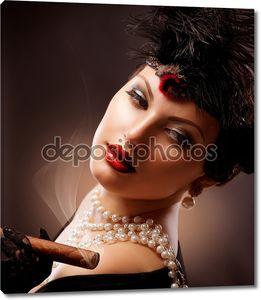 Ретро Женский портрет. Винтажном стиле девушка с сигарой