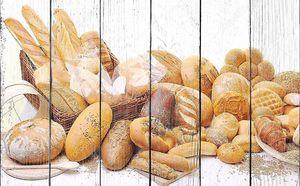 Свежий хлеб на белом фоне