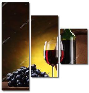Бутылка вина и виноград