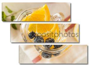 Кружка с лимоном и голубикой