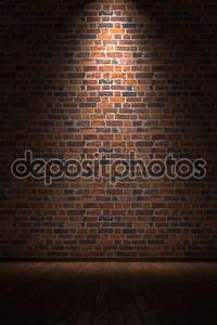Пустая комната с кирпичной стены