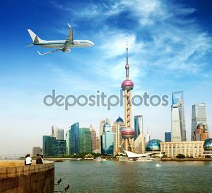 Самолеты в небе Шанхая