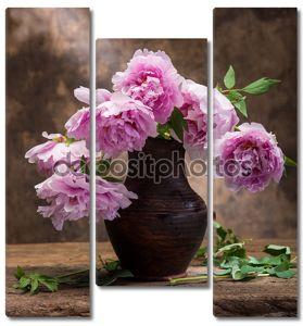красивый букет розовых пионов