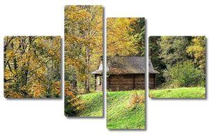Деревянный дом в осеннем лесу