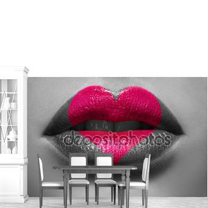 Шаблон в форме сердца на губах