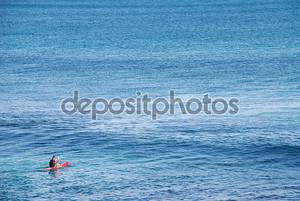 Человек, гребля на Surf Лыжный