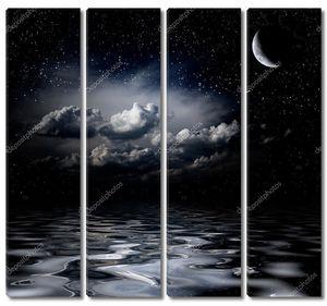 Ночь небо звезды, отражая в море