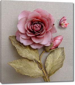 Роза с золотыми листьями