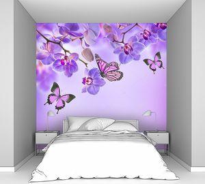 Тропические орхидеи и бабочки в фиолетовом цвете