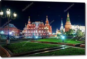Манежная площадь в ночное время в Москве, Россия
