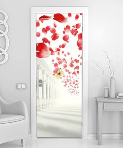 Лепестки роз  и колоннада