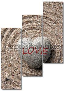 Серый камень с надписью