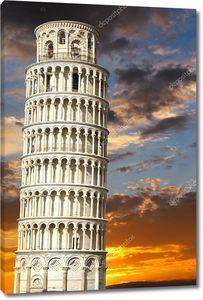 Пизанская башня на закате
