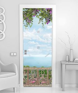 Цветущий балкончик с видом на море