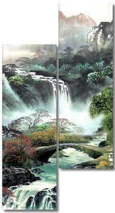 Вода с водопада течет по склону