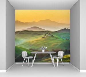 Солнечное утро на полях Тосканы