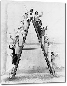 Группа женщин на высоту лестницы