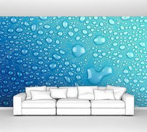 Капли воды на голубом стекле