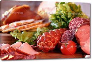 колбаса и копченое мясо