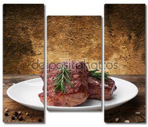 Стейк из говядины на плите