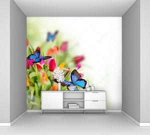 Весенние цветы с экзотическими бабочками