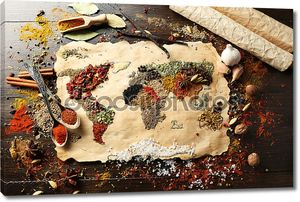 Карта мира, из различных видов специй на деревянных фоне