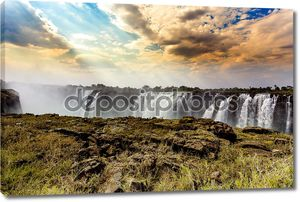Водопад Виктория с драматическим небо Hdr эффект