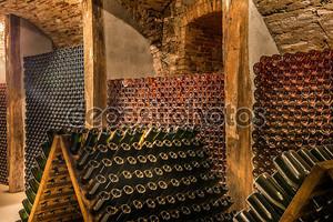 Подвал с вином