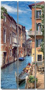 Венецианская улица с гондолой