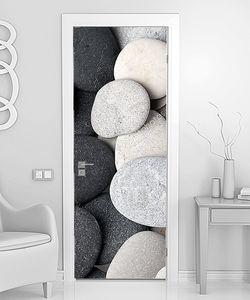 Черно-белые галечные камни