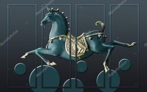 Деревянная лошадь летит в прыжке