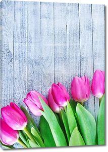 Цветы на деревянный стол