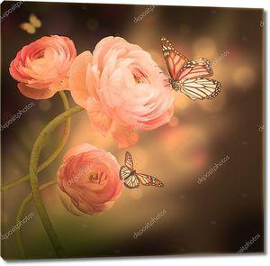 Букет из розовых роз с бабочками