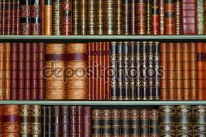 Старая Библиотека старинных твердый переплет книг на полках