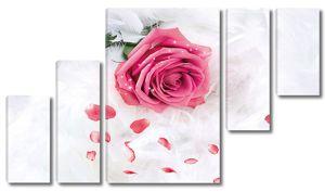 Бутон розы в перьях