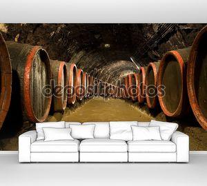 Бочки с вином в погребе винзавод