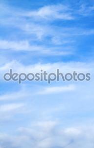 синие облака неба