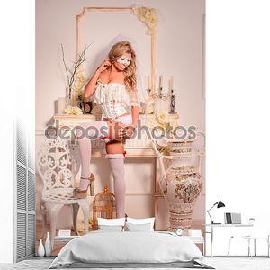 Девочка в белой вуалью и маски в нижнем белье