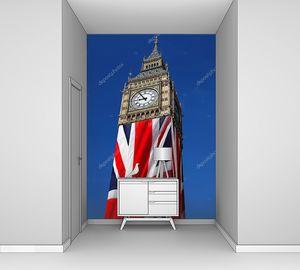 Знаменитый Биг Бен с флагом Англии в Лондоне