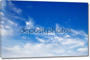 Небо с пушистыми белыми облаками