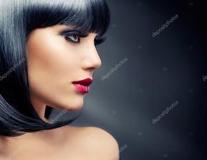 Прекрасная Брюнетка. Здоровые черные волосы