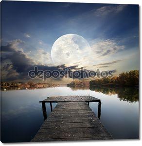 Пирс под луной