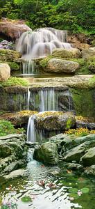 Вода по каменным ступеням