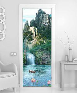 Лодочка у озерного водопада