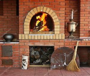 Кухня с духовкой и горящий огонь